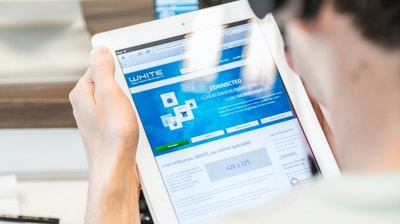 WHITE Internetbureau - Checking website on tablet portrait mode